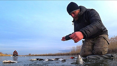 Зимняя рыбалка на карася. Впервые ловлю карася зимой.