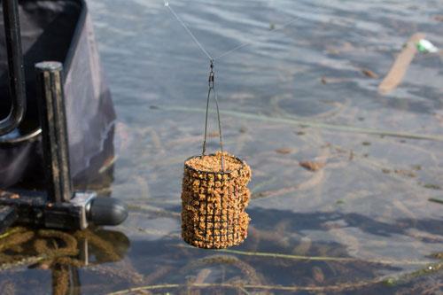 Фидерные кормушки для ловли на стоячих водоемах.
