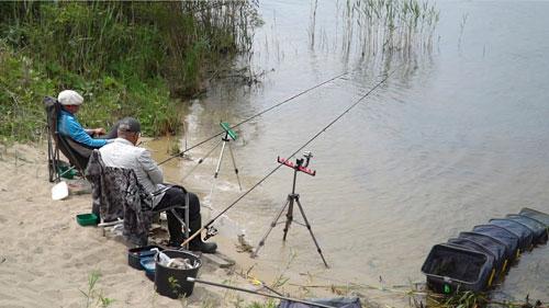 Рыбалка жарким летом! Как поймать леща на фидер!